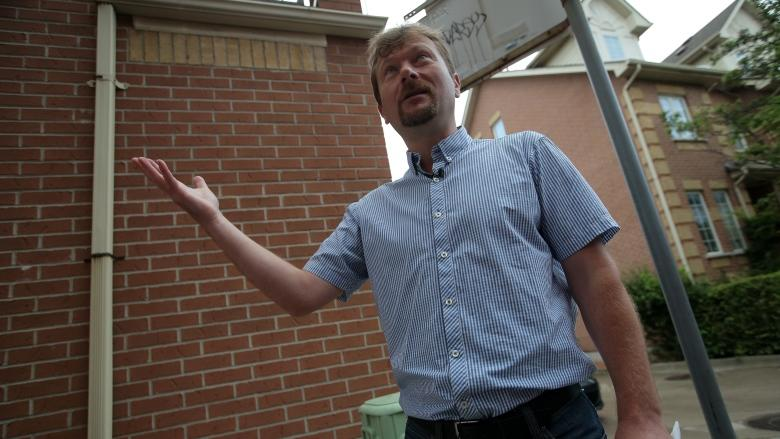In Toronto real estate nightmare, owner discovers city owns land he thought was his