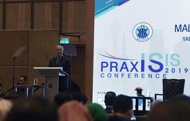 Prime Minister Tun Dr Mahathir Mohamad speaks during the Malaysian Beyond 2020 conference at Hilton Kuala Lumpur today, October 21, 2019. ― Bernama pic