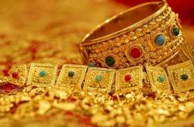 Gold prices slips amid trade deal hopes, eyes worst month in 3 years