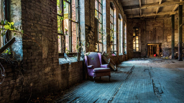 <p>An urban explorer has created a powerful photography series in a campaign to show the beauty of abandoned buildings and to urge us to stop tearing them down. (Photo: Shelley Koon/Caters News) </p>