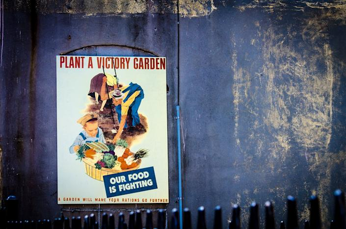 A World War II victory garden poster at the National WWII Museum in New Orleans. (Photo: Billy Metcalf Photography / Flickr)