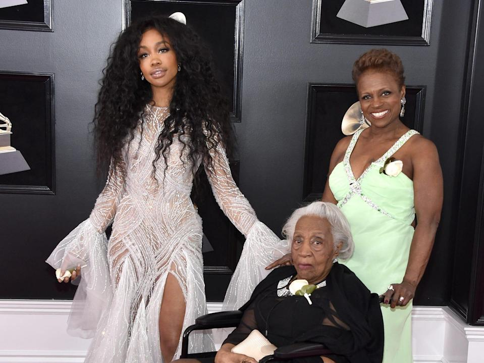 SZA with her mom and grandmother, 2018 Grammys