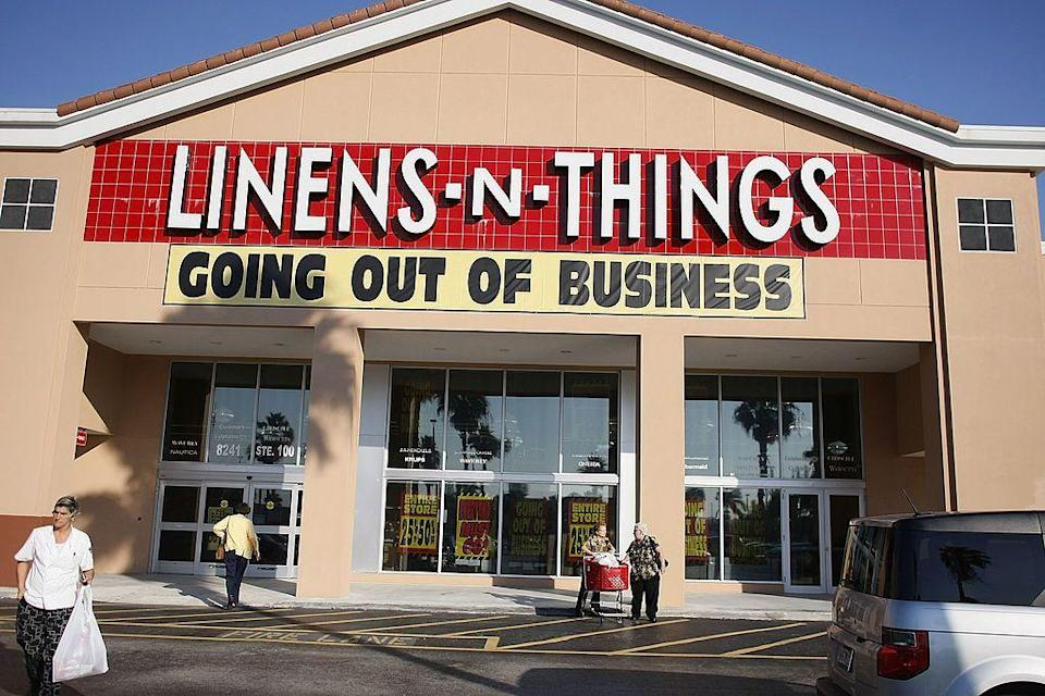 <p>Linens 'n Things was founded in 1975 in Clifton, New Jersey and was once a homeware and home accessories staple. The chain operated 571 stores across the United States and Canada, and also did business as a big box retailer. Eventually, the business struggled and all stores closed in 2008. In February 2009 a website was relaunched to sell home goods.</p>