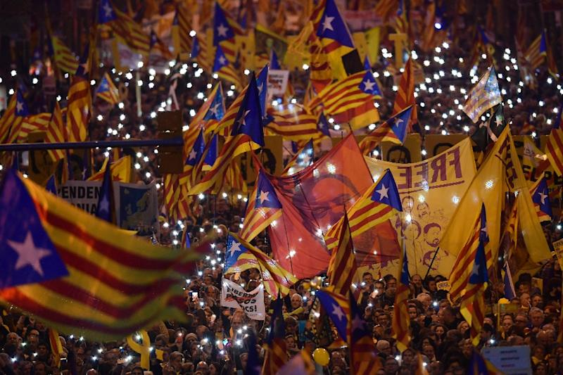 Thousands rallied in support of the jailed Catalan separatists (AFP Photo/LLUIS GENE)