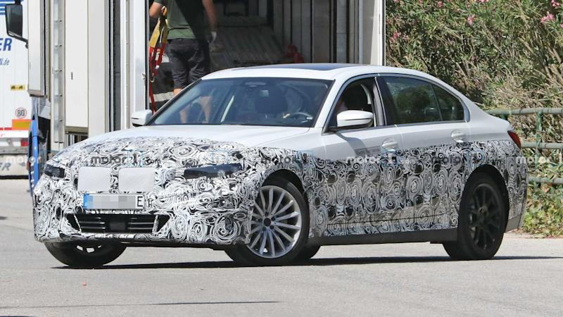 BMW 3 Series Electric Spy Photos Front 3/4