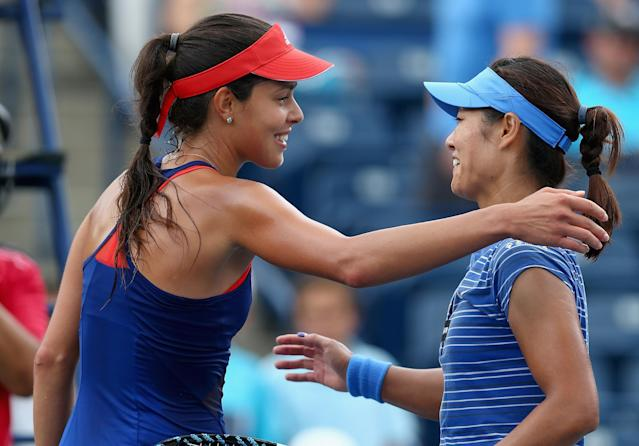 TORONTO, ON - AUGUST 08: Ana Ivanovic of Serbia and Na Li of China greet each other after Li beat Ivanovic 3-6, 6-1, 7-6 (5) on day four of the Rogers Cup Toronto at Rexall Centre at York University on August 8, 2013 in Toronto, Ontario, Canada. (Photo by Andy Lyons/Getty Images)