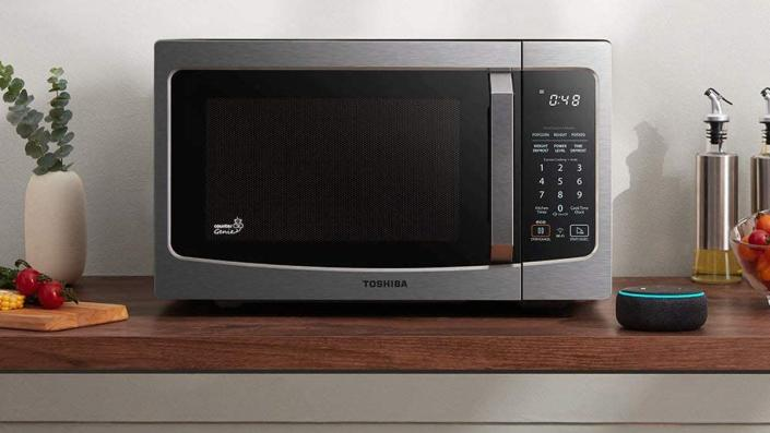 Customers praised this Toshiba microwave for its compact size and easy interface.
