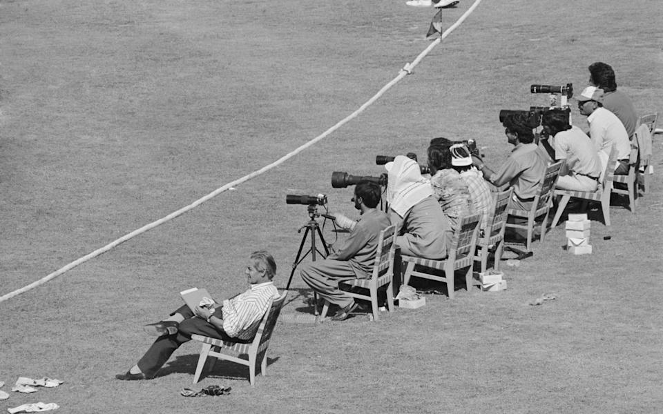 Woodcock on the boundary alongside the photographers during the first Test between Pakistan and England in 1987 - Adrian Murrell/Hulton Archive/Getty Images