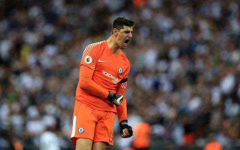 <span>Courtois salutes Chelsea's victory.</span>