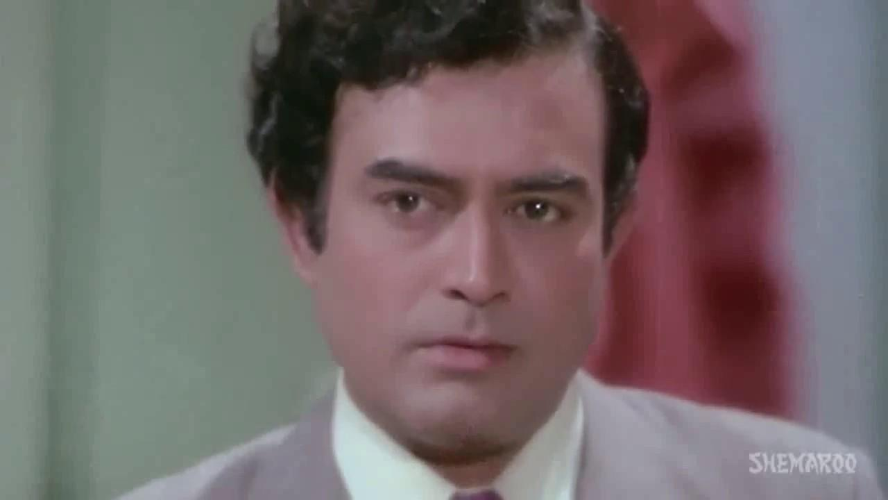 Though resources were scarce, he loved cinema, and saved up the little he had to watch movies. Sanjeev Kumar was also a big foodie and relished no other pleasure than a sumptuous meal. This fondness for food led to some greater troubles in his life.