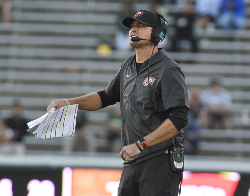 CHARLOTTE, NC - OCTOBER 13: C-USA Western Kentucky Hilltoppers head coach Mike Sanford, Jr calls the play to the team during the fourth quarter in a game between the Western Kentucky Hilltoppers and the Charlotte 49er's on October 13, 2018 at Jerry Richardson Stadium in Charlotte, NC. (Photo by Steve Roberts/Icon Sportswire via Getty Images)