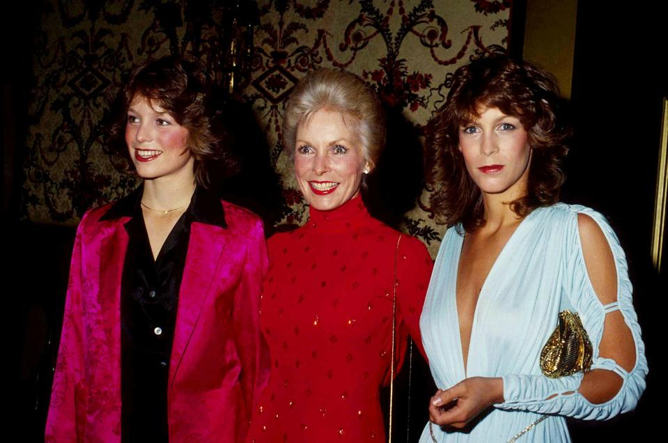 Jamie Lee Curtis With Her Mother Janet Leigh, And Sister Kelly CurtiS 1980.. Credit: 2131465Globe Photos/MediaPunch /IPX