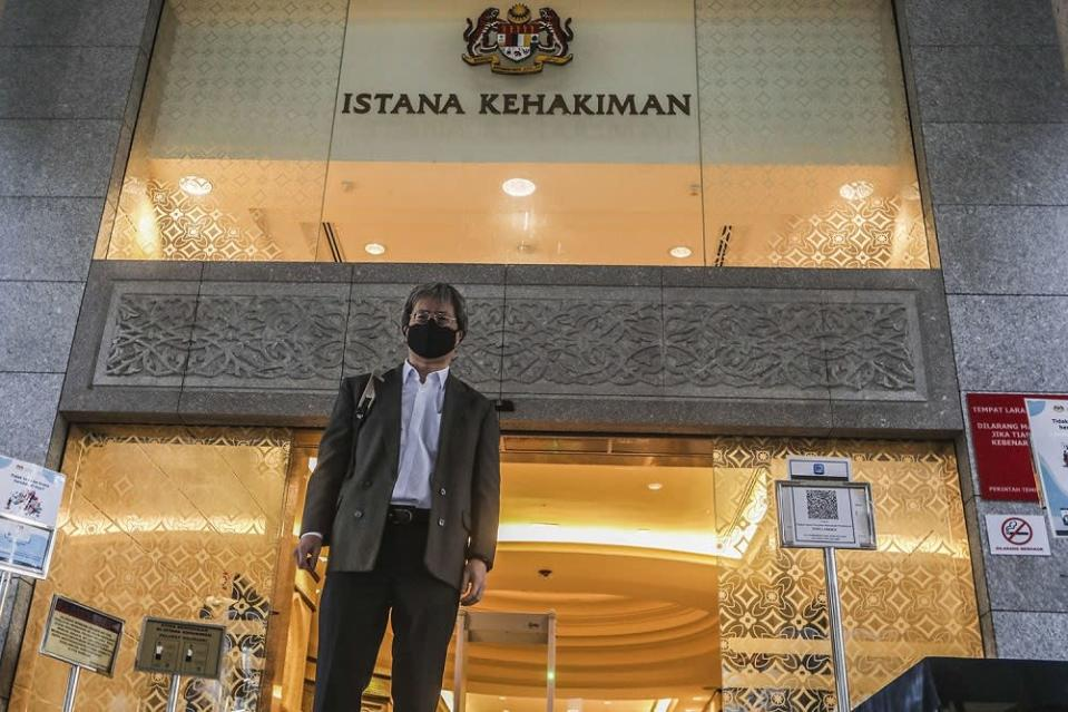 Malaysiakini editor-in-chief Steven Gan arrives at the Federal Court in Putrajaya February 19, 2021. ― Picture by Hari Anggara