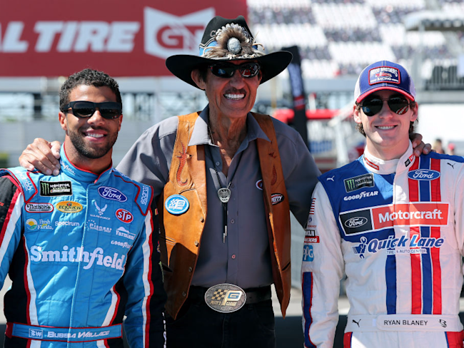 Darrell Wallace Jr., driver of the #43 Smithfield Ford, NASCAR Hall of Famer and team owner Richard Petty, and Ryan Blaney