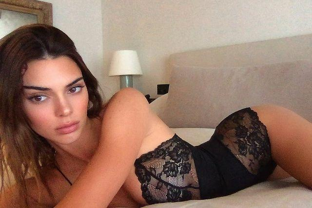 """<p>Yes, Kendall looks great but we can't stop looking at that lamp. The model rarely shows her followers the inside of her pad but she did give us a sneak peek inside her bedroom. </p><p><a href=""""https://www.instagram.com/p/CAGTzRBAoBP/"""" rel=""""nofollow noopener"""" target=""""_blank"""" data-ylk=""""slk:See the original post on Instagram"""" class=""""link rapid-noclick-resp"""">See the original post on Instagram</a></p>"""