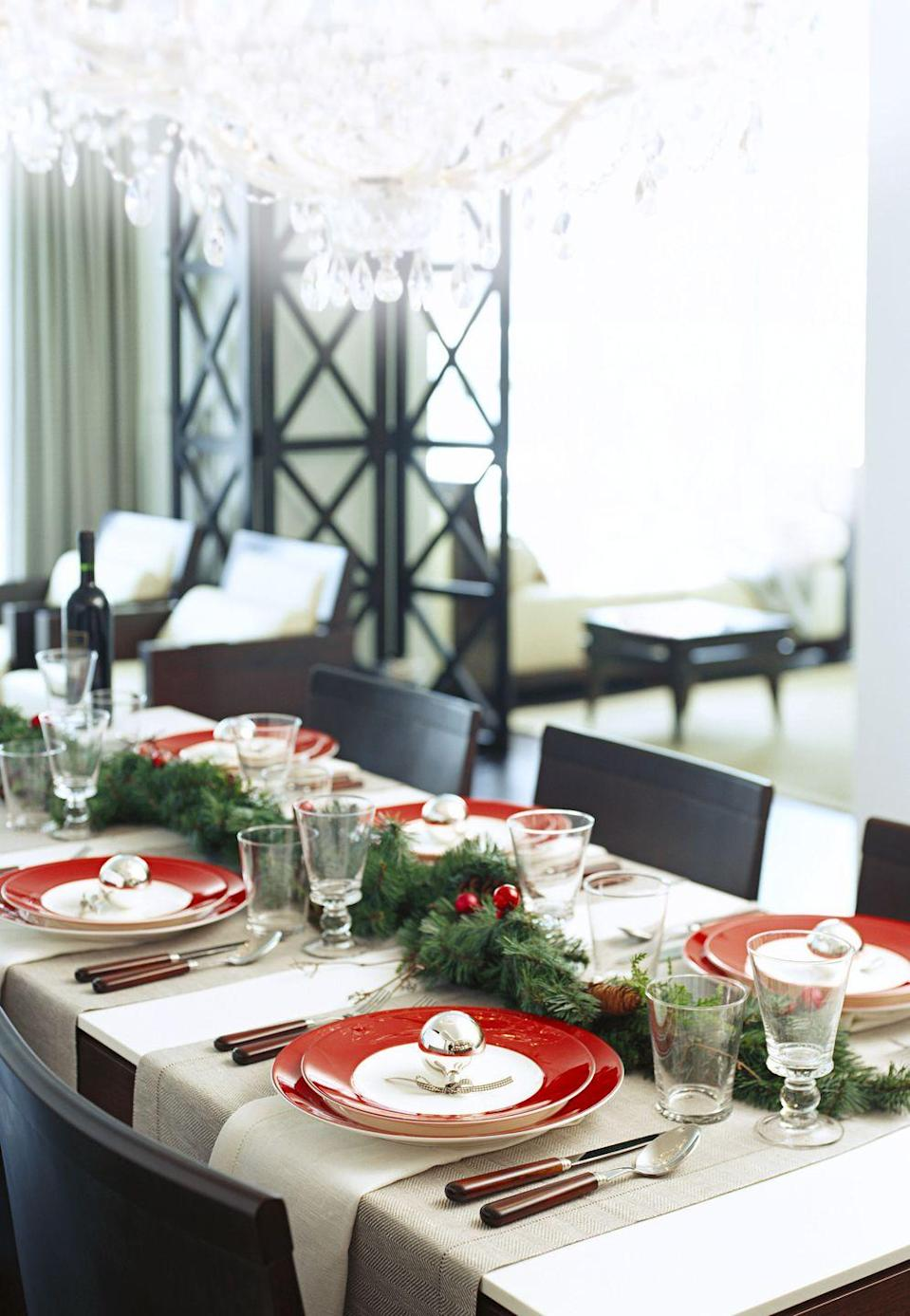 <p>Gone are the days when you only have to rely on traditional cloth table runners. For Christmas, make your table feel a bit more special by draping garland right down the center. </p>