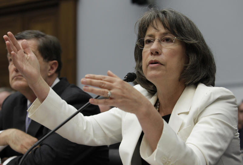"Former FDIC director Sheila Bair testifies before the House Financial Services Committee hearing on ""Examining How the Dodd-Frank Act Could Result in More Taxpayer-Funded Bailouts"" on Capitol Hill in Washington June 26, 2013. REUTERS/Yuri Gripas (UNITED STATES - Tags: POLITICS BUSINESS)"