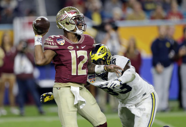 "Florida State quarterback <a class=""link rapid-noclick-resp"" href=""/ncaaf/players/256791/"" data-ylk=""slk:Deondre Francois"">Deondre Francois</a> (12) was cited for marijuana possession a week ago. (AP Photo/Alan Diaz)"