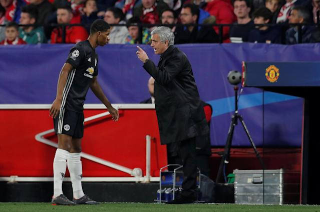 Soccer Football - Champions League Round of 16 First Leg - Sevilla vs Manchester United - Ramon Sanchez Pizjuan, Seville, Spain - February 21, 2018 Manchester United manager Jose Mourinho speaks with Marcus Rashford during the game Action Images via Reuters/Andrew Couldridge