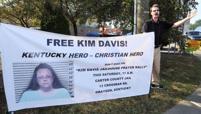 FILE PHOTO: David Jordan, a member of Chirst Fellowship in North Carolina, preaches in support of the prayer rally at the Carter County Detention Center for Rowan County clerk Kim Davis in Grayson