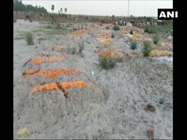 Bodies buried in the sand in Unnao. (Photo/ANI)