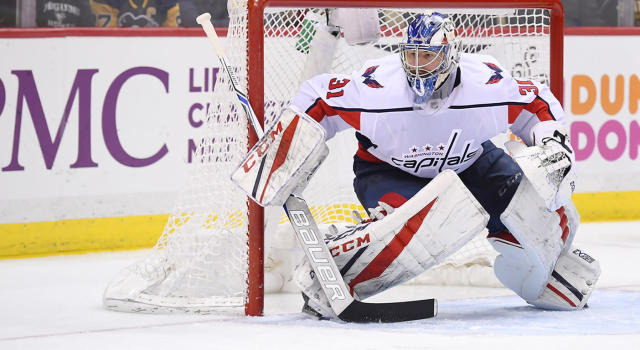 "<a class=""link rapid-noclick-resp"" href=""/nhl/players/5085/"" data-ylk=""slk:Philipp Grubauer"">Philipp Grubauer</a> is in the middle of a goalie controversy waiting to happen in Washington. (Jeanine Leech/Icon Sportswire via Getty Images)"