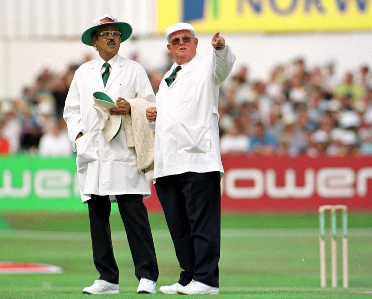 16 Aug 2001: Umpire David Shepherd during the first day of the England v Australia fourth NPower test match at Headingley, Leeds. Mandatory Credit: Adrian Murrell/ALLSPORT