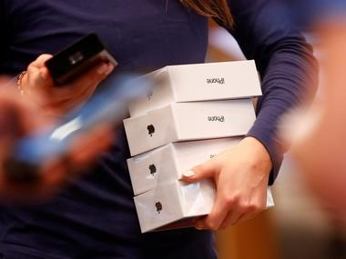 Man arrested in Delhi airport for allegedly trying to smuggle in 100 iPhone X handsets