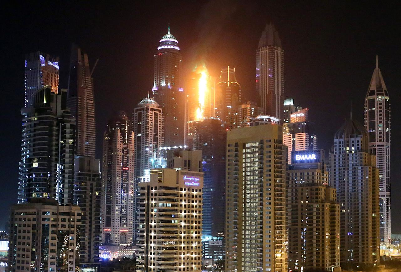 <p>The Torch Tower Residence block is pictured on fire in Dubai Marina on Aug. 4, 2017 in Dubai, U.A.E. (Photo: Trevor Goddard/Getty Images) </p>