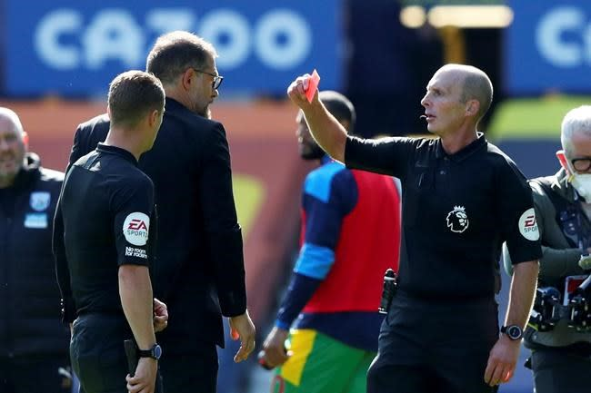 Bilic fined for arguing with ref over red card in EPL game