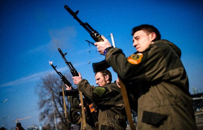 Pro-Russian militants shoot their rifles in the air in memory of fallen comrades near Donetsk airport on March 21, 2015 (AFP Photo/Dimitar Dilkoff)