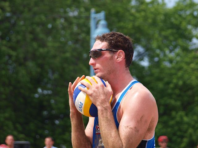Josh Binstock prepares to serve at the 2012 Canadian Beach Volleyball Trials (Photo: Ben Kashin)