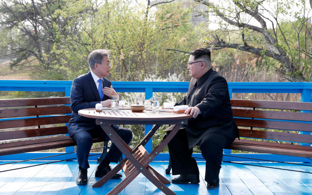 <p>North Korean leader Kim Jong Un, right, and South Korean President Moon Jae-in talk at the border village of Panmunjom in the Demilitarized Zone, South Korea on April 27, 2018. (Photo: Korea Summit Press Pool via AP) </p>