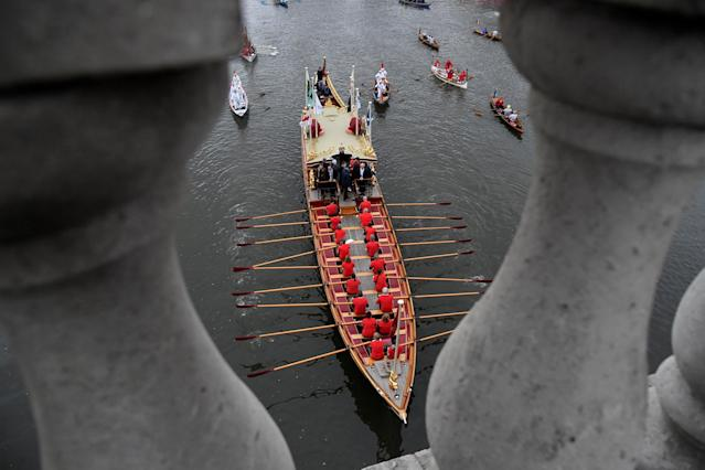 Rowing - 2018 Oxford University vs Cambridge University Boat Race - London, Britain - March 24, 2018 The royal rowbarge Gloriana before the boat race. REUTERS/Toby Melville TPX IMAGES OF THE DAY