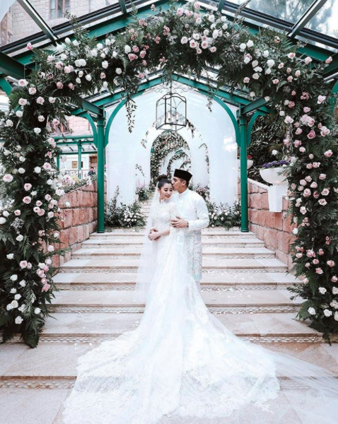 <p>Malaysian heiress Chryseis Tan, 29, married business executive Faliq Nasimuddin, 32, in an extravagant ceremony in front of family and friends.</p>