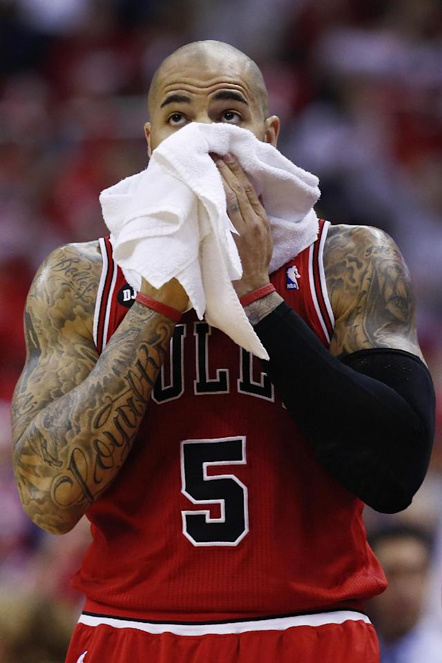 Chicago Bulls forward Carlos Boozer (5) looks at the scoreboard during the first half of Game 4 of an opening-round NBA basketball playoff series against the Washington Wizards in Washington, Sunday, April 27, 2014. (AP Photo/Alex Brandon)