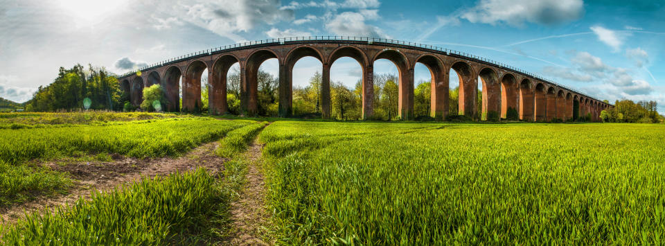 The Cotswolds Line soars over the Ledbury viaduct (Getty Images)