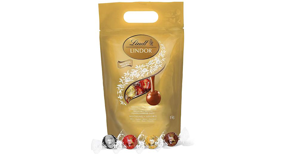 Lindt Lindor Milk Chocolate Truffles Bag 1kg