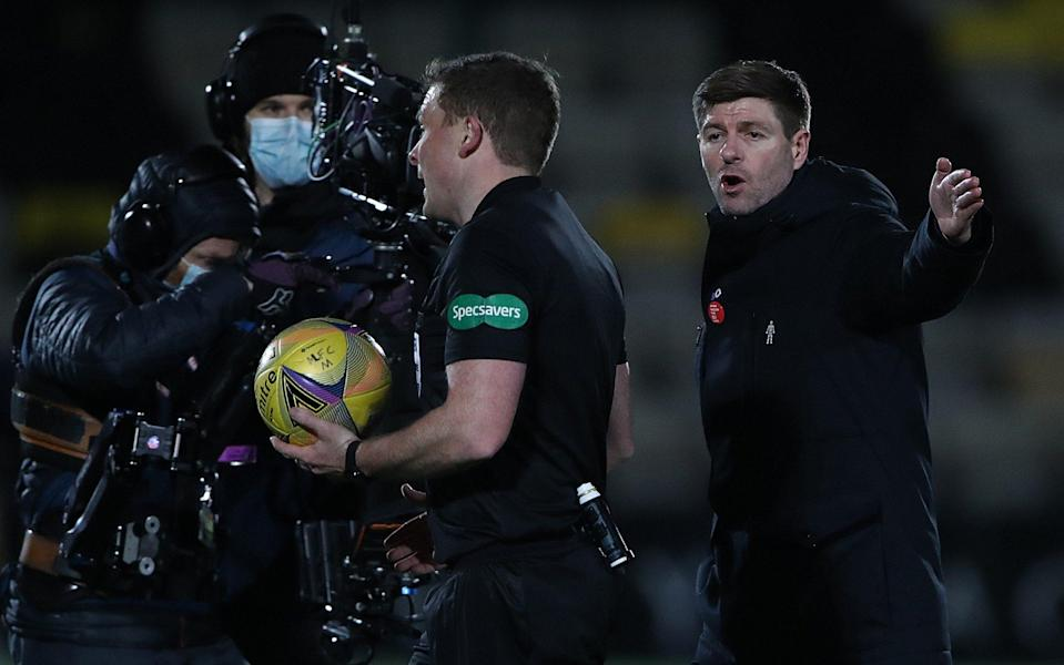 Rangers Manager Steven Gerrard remonstrates with Referee John Beaton at half time during Rangers 1-0 victory over Livingston - Getty Images