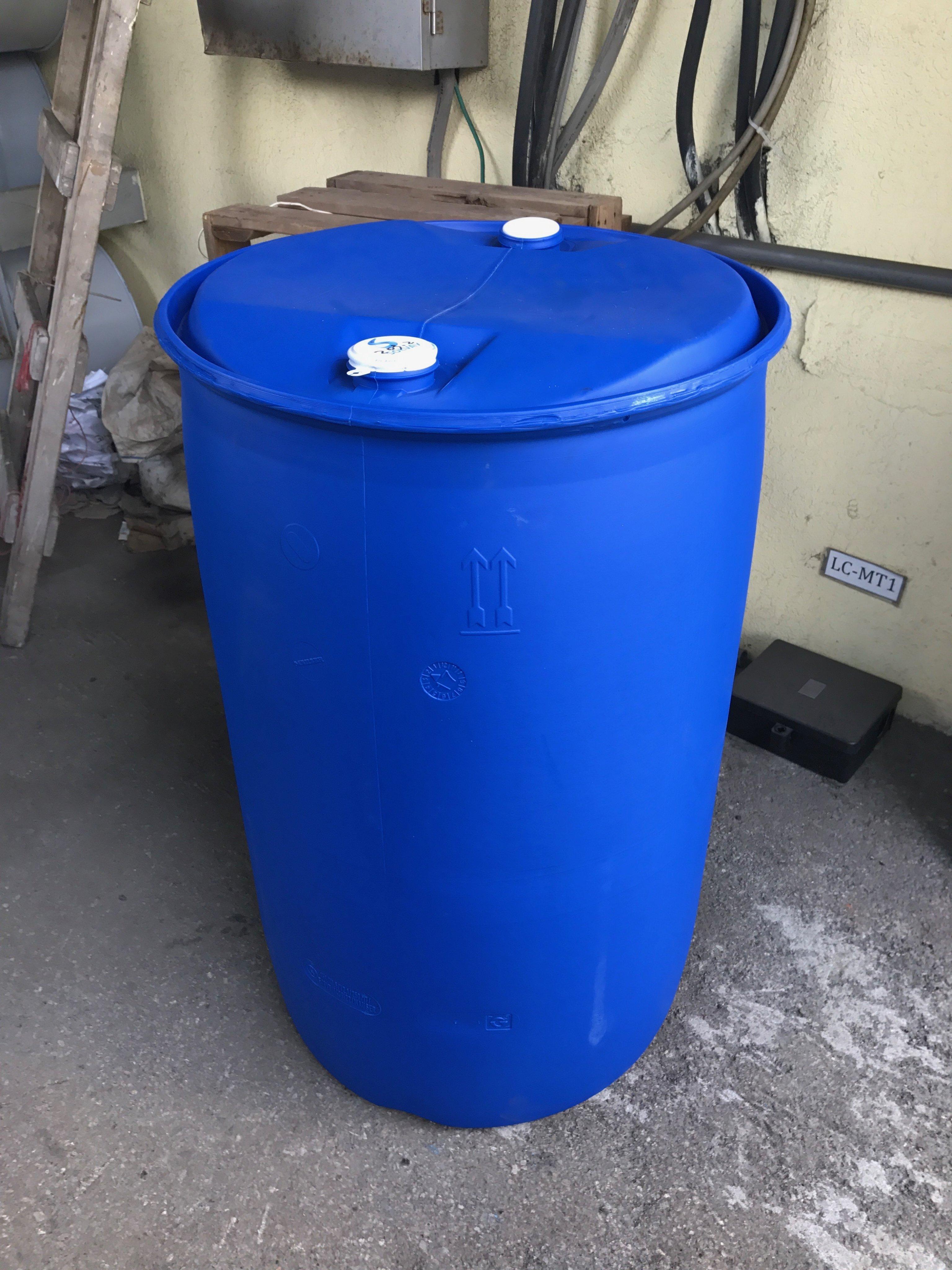 二手 沒整理過的 200 公升 塑膠桶  200L 塑膠桶  沒整理過的 200 公升塑膠桶 此價格只賣大量110個