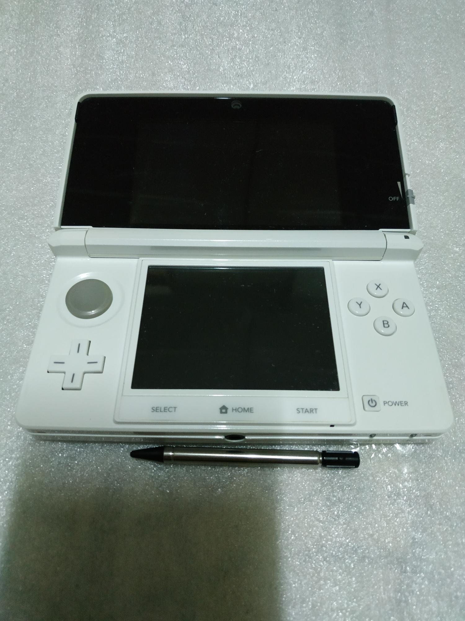 請先詢問庫存量~~ 初階版~ 3DS 日規主機 白色 對應 NDS 3DS 日規遊戲