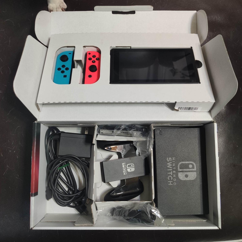 二手switch 任天堂 盒裝配件完整 主機 已過保  非店力加強版 不能軟破 序號問題不會答