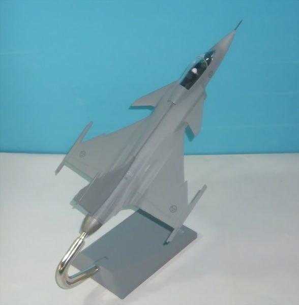 珍上飛模型飛機:JAS-39 (1:48) 戰鬥機.