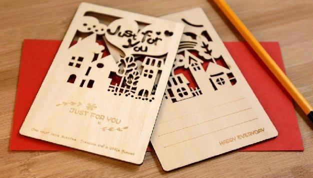 〈Riku's Zakka 莉可的雜貨小鋪〉 森林故事童話小屋房屋木質木頭鏤空祝福明信片卡片賀卡(四款可選)