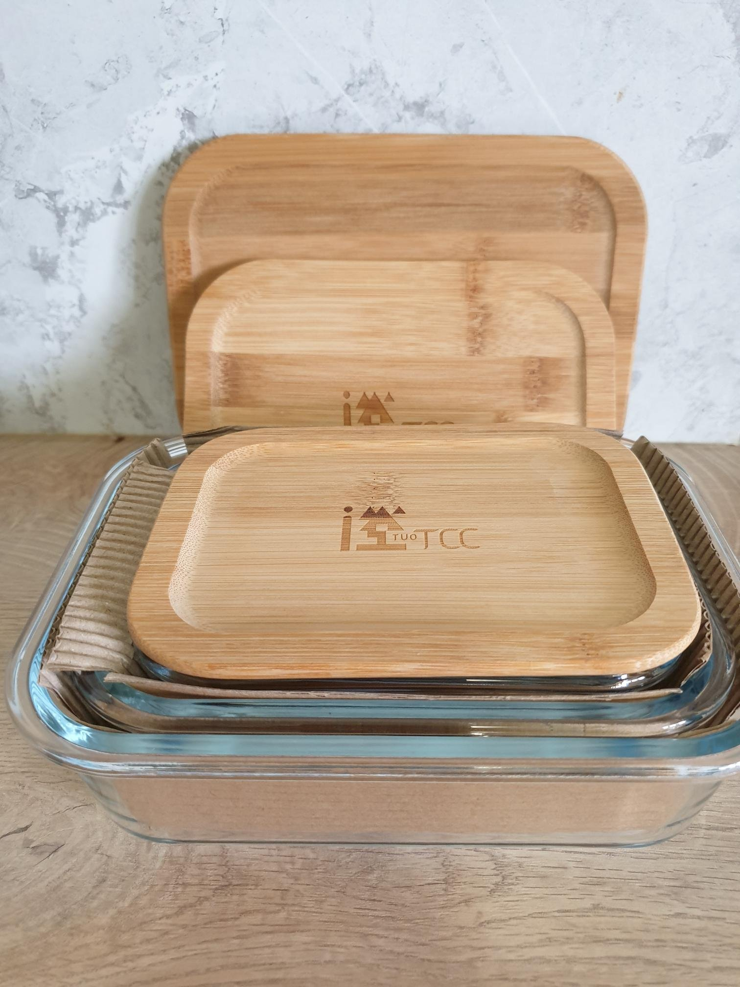110年台泥股東會紀念品(國際中橡股東紀念品),竹蓋環保玻璃保鮮盒套三組,容量(400ml)(600ml)(1000ml),尺寸如圖標示。TCC文青風。