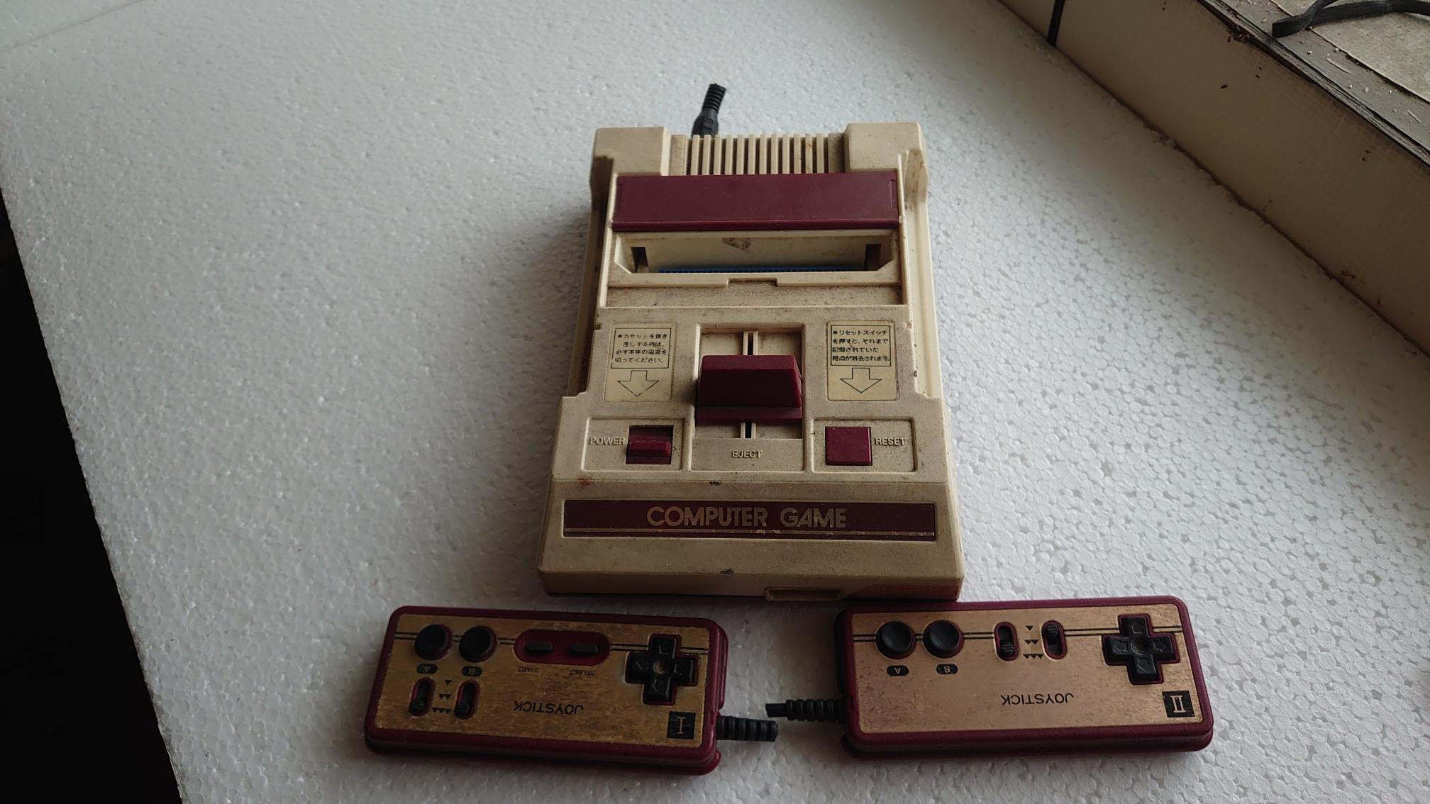 年代久遠的紅白機 (COMPUTER GAME) 老爸的遊戲機被奶奶把電線剪掉!!