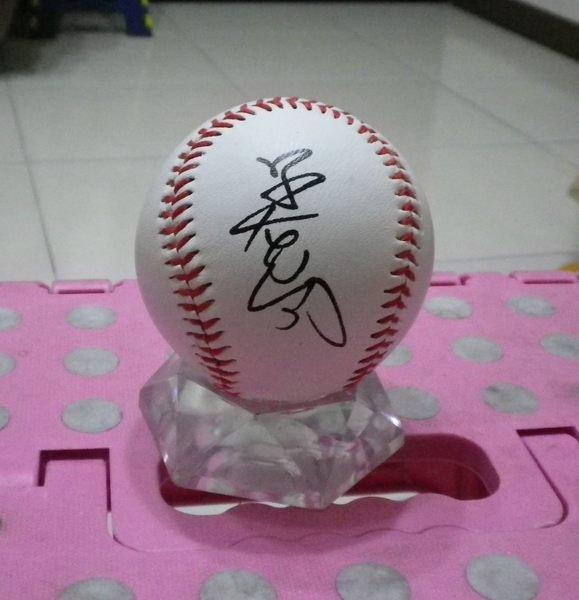 棒球天地--賣場唯一--世界麵包冠軍  吳寶春 簽名球.. 開球嘉賓.字跡漂亮