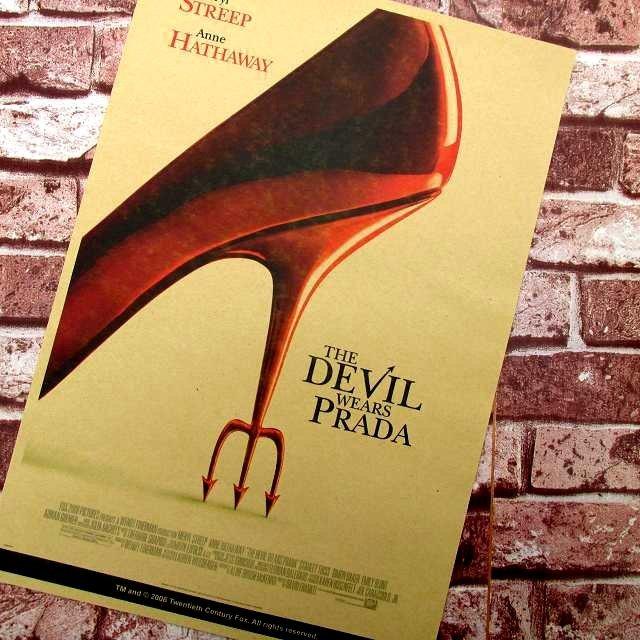【貼貼屋】穿著PRADA的惡魔 安海瑟薇 懷舊 復古風格 牛皮紙 海報 壁貼 店面裝飾 電影海報 542