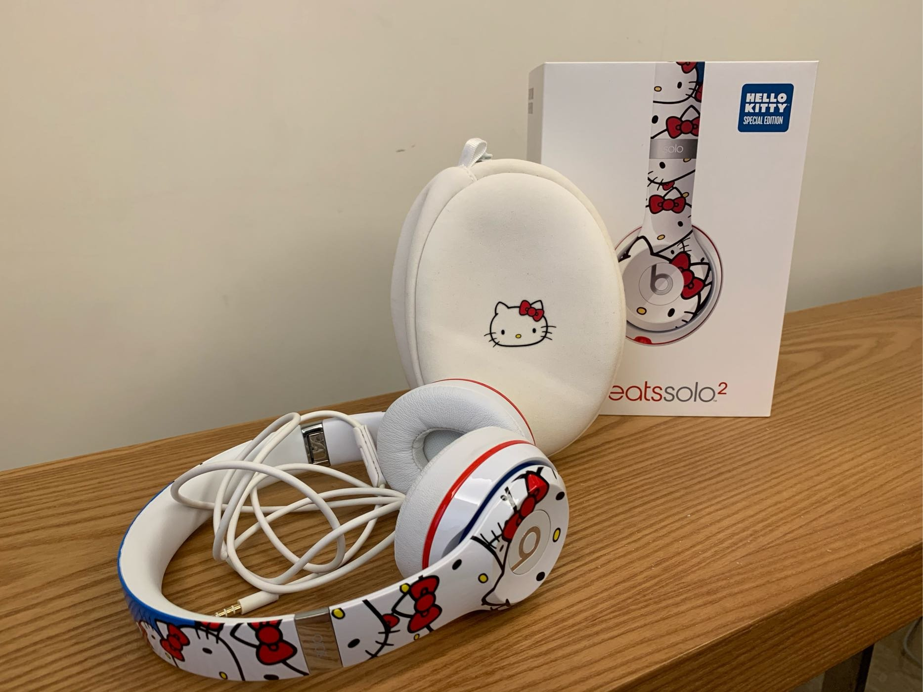 (二手)beats solo2 特別版 Hello Kitty 耳罩式耳機