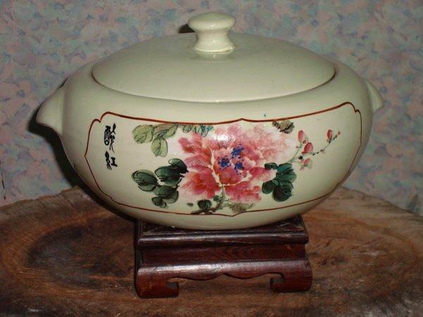 典藏一隻早期金門陶瓷廠製作的變體老汽鍋~漂亮優雅